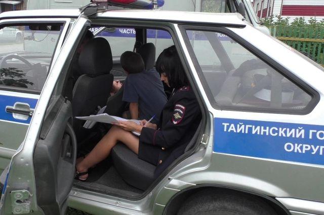 Восьмилетний ребенок угнал машину икатал друга вКузбассе
