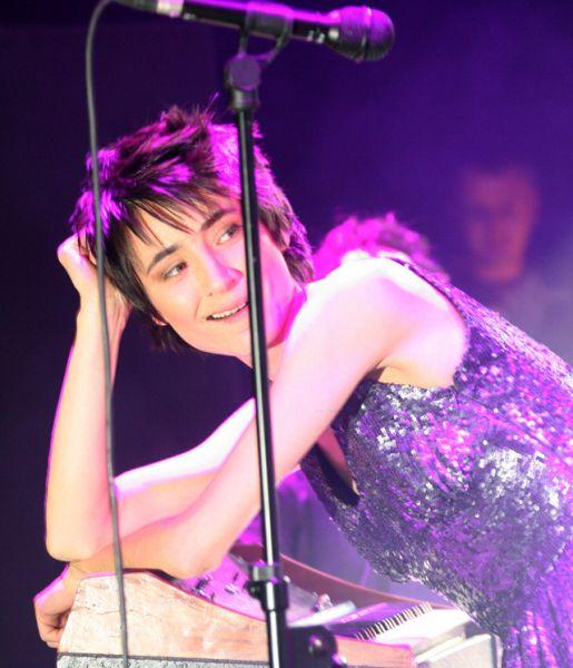 В марте 2005 года состоялся релиз четвертой студийной работы «Вендетта». Альбом был восторженно встречен музыкальными критиками, которые назвали его вторым «взлетом» Земфиры после ее дебютного альбома.