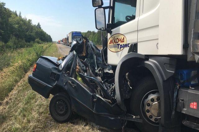 Два большегруза столкнулись наКиевском шоссе