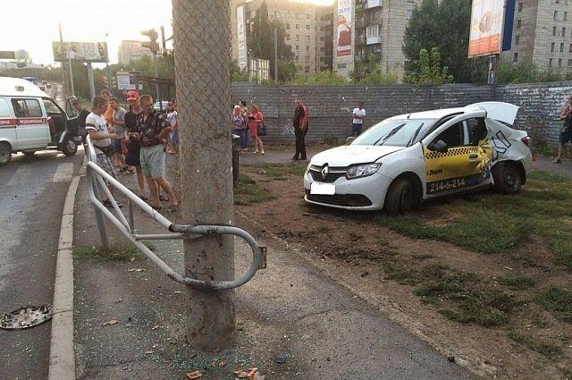 ВПерми столкнулись пассажирский автобус итакси