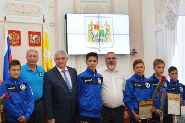 Власти наградили подравшихся вНорвегии подростков-футболистов изСтаврополя