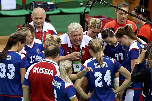 Русские гандболистки подарили Путину мяч, которым играли вфинале Олимпиады