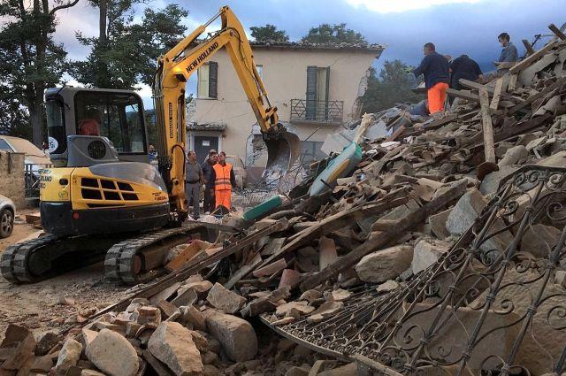 Шесть человек погибли, Аматриче наполовину разрушен— Землетрясение вИталии