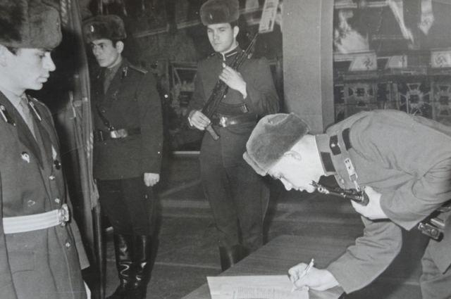 Александр Голуб принял присягу в музее вооруженных сил СССР.