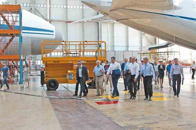 Во время визита на «Авиастар» гости убедились в перспективности развития предприятия.