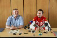 Тренер-отец и медалист-сын Каменские общались искренне и радости не скрывали.