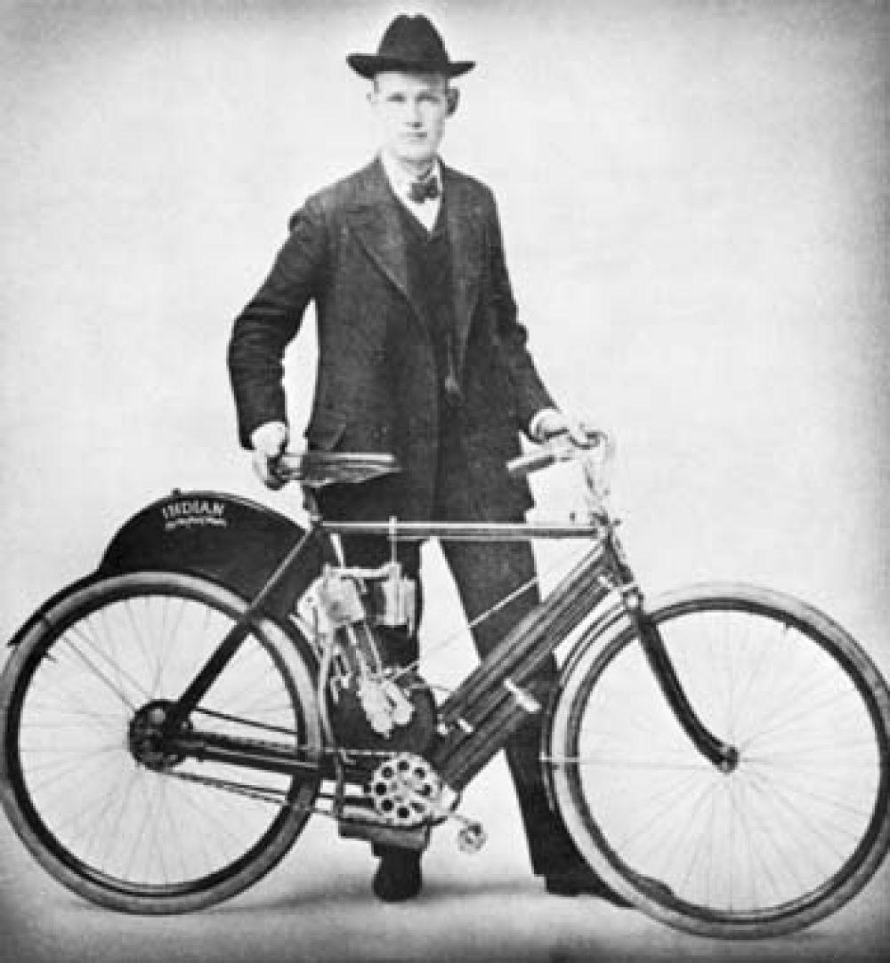 Мотоцикл Indian Single имел передовую для своего времени конструкцию. В частности, на нем впервые была установлена цепная передача от двигателя к заднему колесу. Indian Single были представлены покупателям в 1902 году.