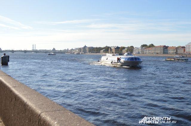 Теплоход пришвартовался к ближайшему причалу морского порта Дудинка.