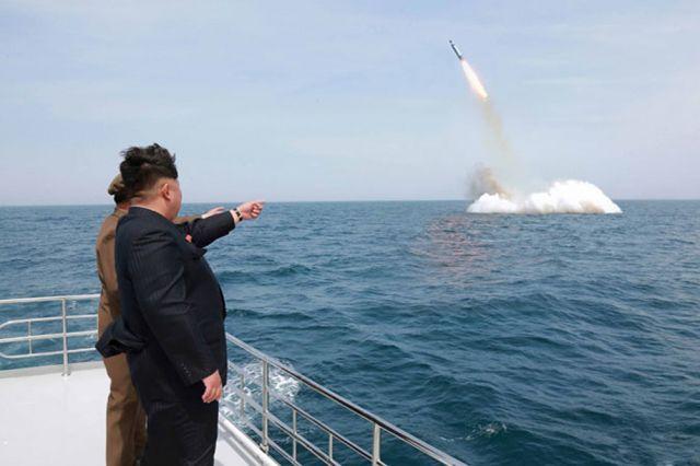 Ким Чен Ынназвал победой запуск баллистической ракеты сподлодки
