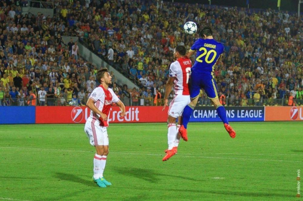 Федор Кудряшов на 83 минуте очень грубо сыграл в своей штрафной площадке и был удален с поля.