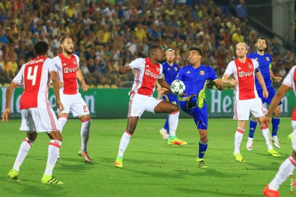 Счет 1:0 продержался до конца первого тайма, а во втором тайме спортивное счастье окончательно отвернулось от спортсменов из Нидерландов.
