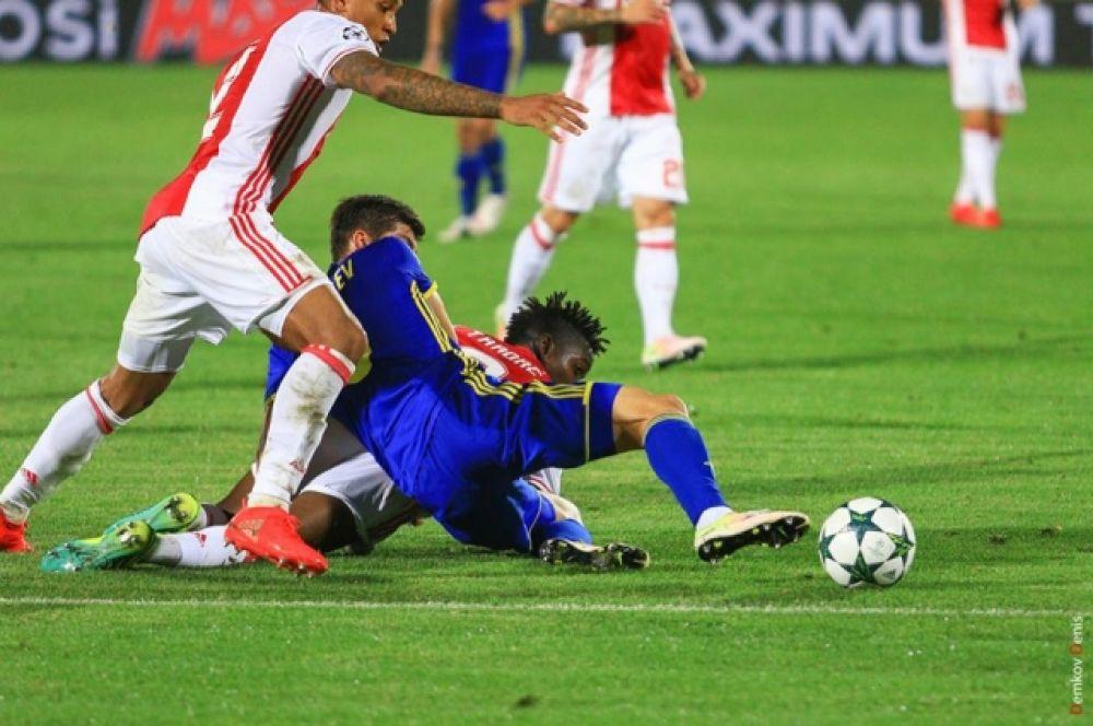 Через восемь минут Кристан Нобоа еще раз точно послал мяч в ворота соперника, а затем Дмитрий Полоз увеличил счет до 4:0.