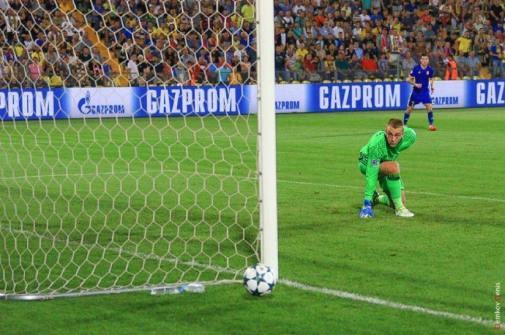 На 52-й минуте Александр Ерохин увеличил преимущество ростовчан и забил гол.