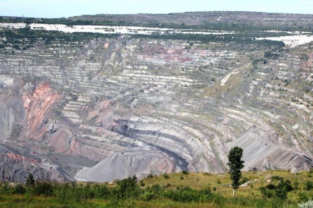 Коркинский угольный разрез, крупнейшая рукотворная «яма» на территории Евразии, давно стал одной из главных экологических проблем Южного Урала.