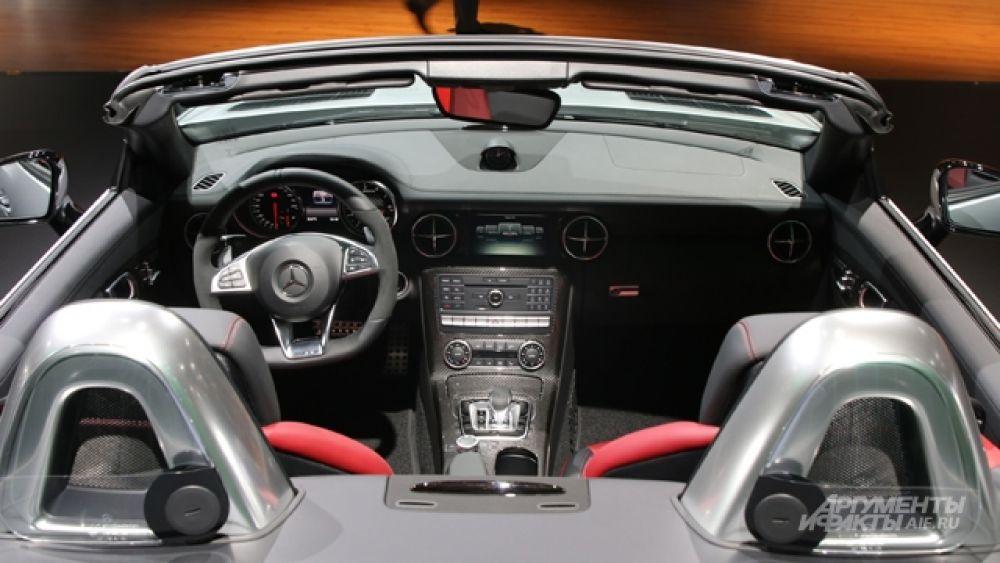 Интерьер кабриолета Mercedes-AMG SLC 43.