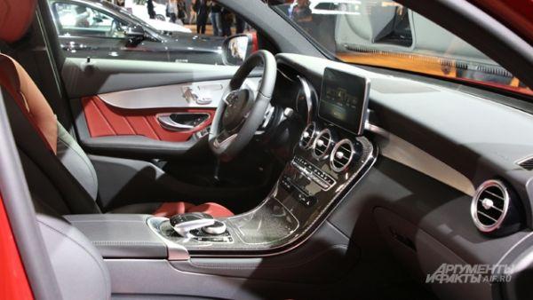 Интерьер Mercedes-Benz GLC Coupe.