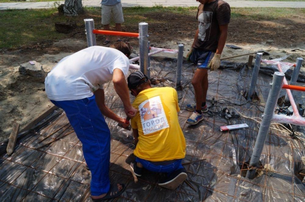 работа кипела, у инициаторов и строителей было много добровольных помощников и единомушленников.