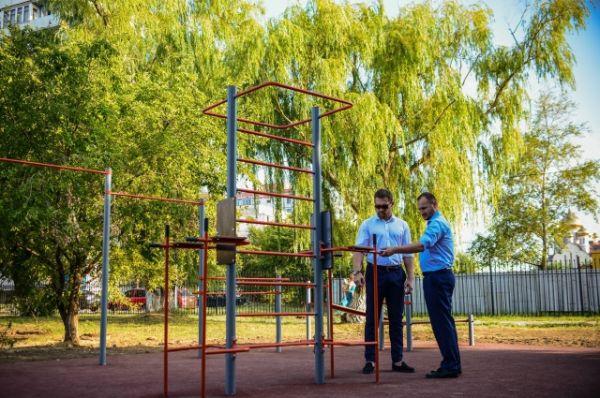 Авторами идеи, которая по-своему уникальна, стали депутаты гордумы - профессиональный боксёр Дмитрий Кудряшов и предприниматель Владимир Брагин.