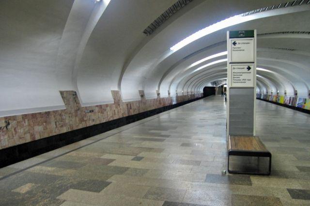 Милиция поймала зацепера, прокатившегося между вагонами метро вДень города