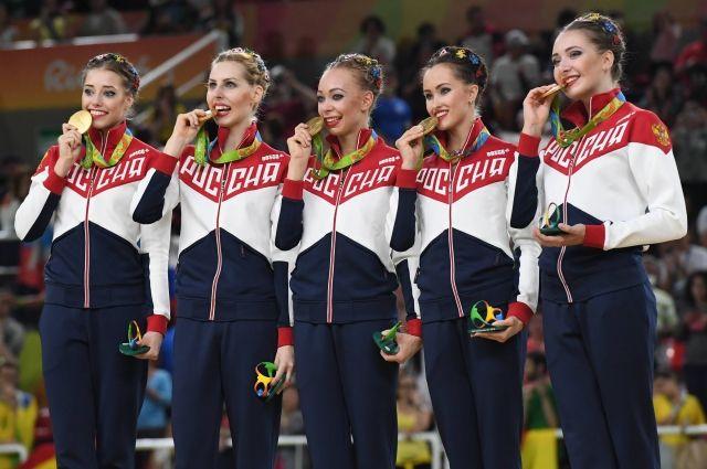 18-летняя Вера Бирюкова (крайняя слева) стала «золотой» гимнасткой в групповых упражнениях.