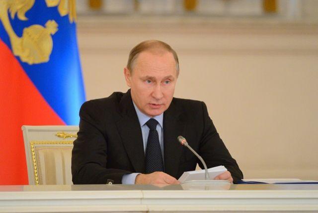 Алтайский скульптор сказал лидеру России золотого В.Путина намедведе