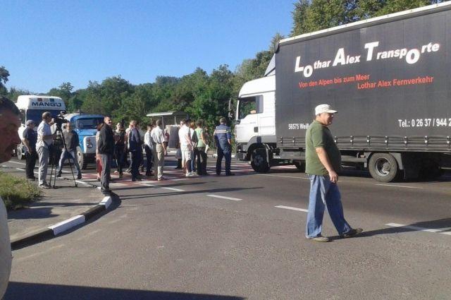 ВоЛьвовской области люди перекрыли дорогу Львов— Рава-Русская