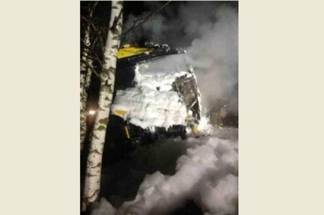 ВНижегородской области шофёр сгорел вмашине после столкновения сфурой