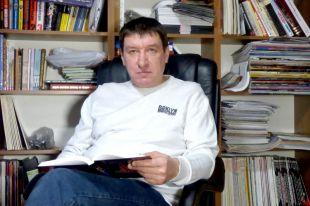 Когда-то Владислав Ястребов с интересом писал и издавал справочники меломанов, а сегодня у него время восхищаться 200-летней «Симбирикой». Пока он книгу пишет, давайте вместе поможем ему этот труд выпустить в свет!