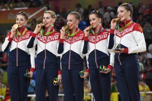 Анастасия Максимова (в центре) и её подруги по команде не оставили судьям выбора: только золото!