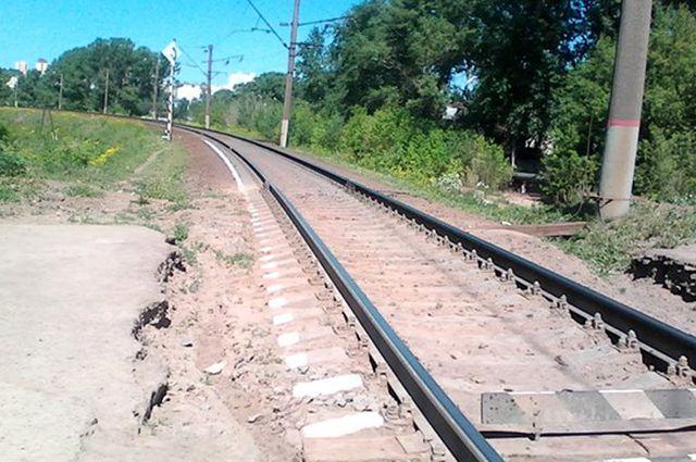 Электричка сбила 2 человек под Петербургом