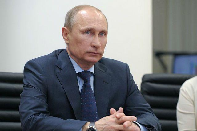 Путин сократил восемь генералов изМВД, СКР иМЧС