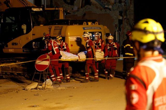 Число погибших землетрясения вИталии выросло до 290 человек