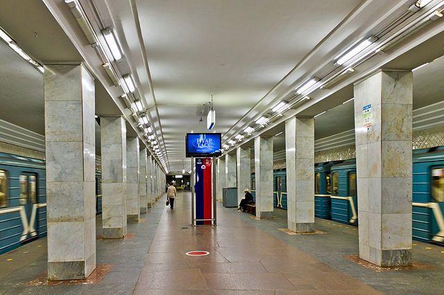 Станция «Площадь Восстания» закрыта навход ивыход