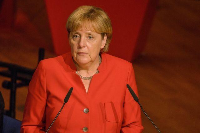 Наименее половины жителей ФРГ хотят видеть Меркель напосту канцлера