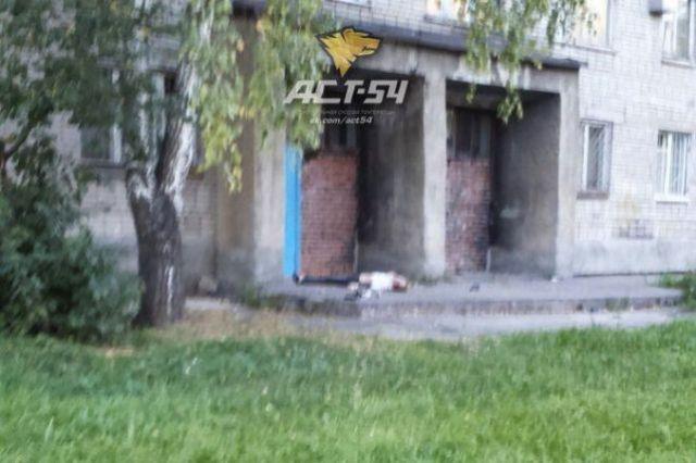 ВКрасном Селе погибла женщина, выпав изокна дома