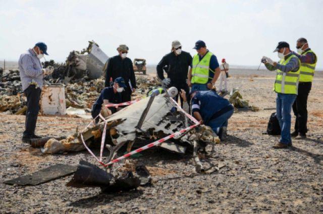 Русские профессионалы осмотрели обломки самолета А321 ваэропорту Каира