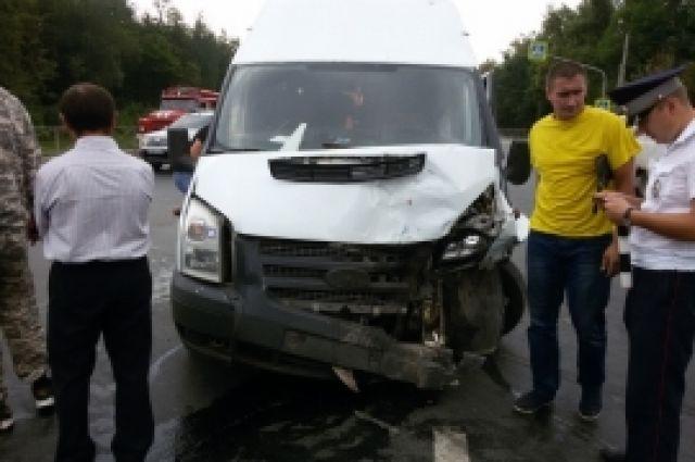 ВДТП смаршруткой вЧебоксарском районе пострадали девять человек