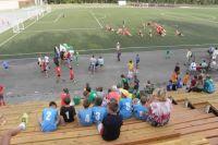 Нынешний футбольный фестиваль под занавес каникул собрал на коркинском стадионе сотни юных спортсменов из Челябинской и Свердловской областей, а также Башкирии.