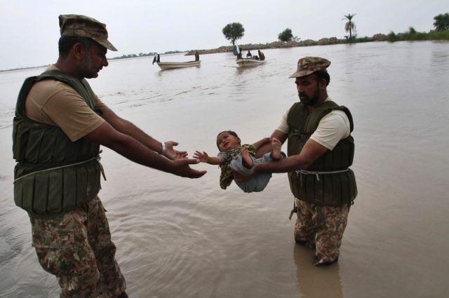 Наводнение вИндии забрало жизни 156 человек