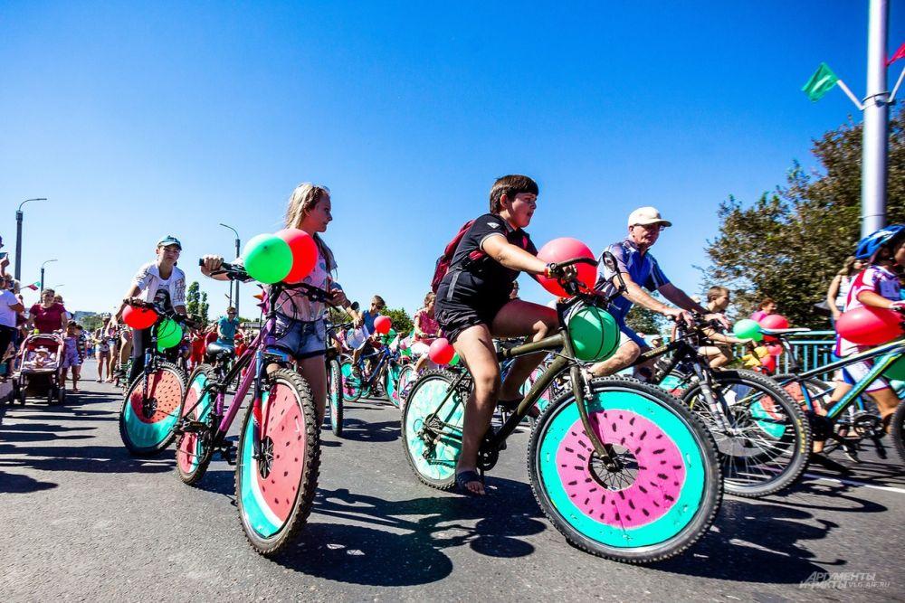 Велозабег на фестивале также превратился в «арбузный».