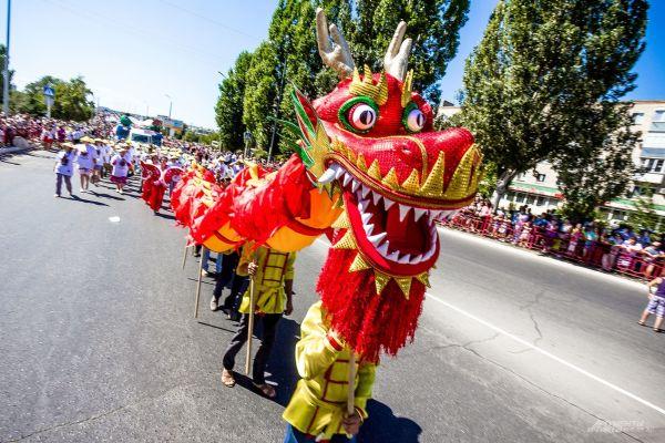 Еще один из сказочных «участников» праздничного парада.