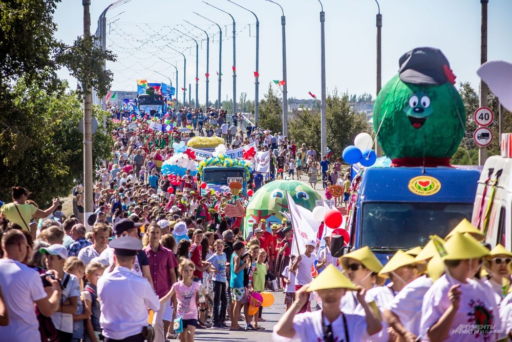 Сотни человек стали участниками арбузного фестиваля.