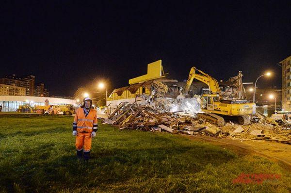 Работы по сносу планировалось провести в три этапа: демонтаж незаконных конструкций, вывоз обломков и строительного мусора и работы по благоустройству территории.