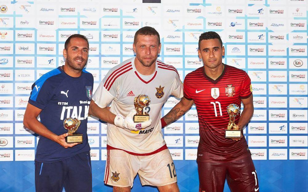 Игроки сборной Украины были награждены золотыми медалями и главным кубком