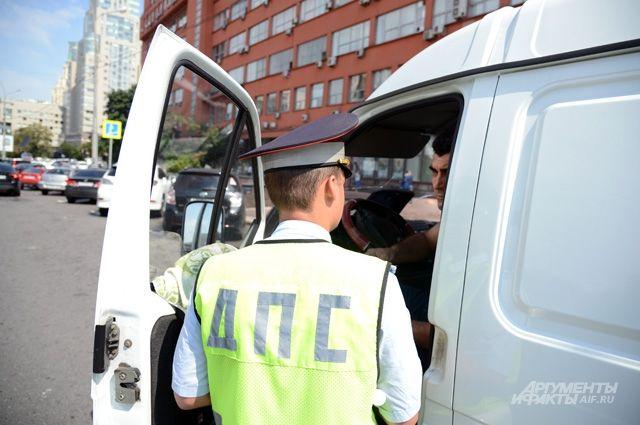 ВСвердловской области нетрезвый угонщик протаранил машину ДПС