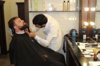 Некоторые клиенты барбершопов считают, что в обычных парикмахерских слишком много шума и женских пересудов.
