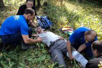 Грибникам, которые несколько дней плутали по лесу, приходится оказывать неотложную помощь.