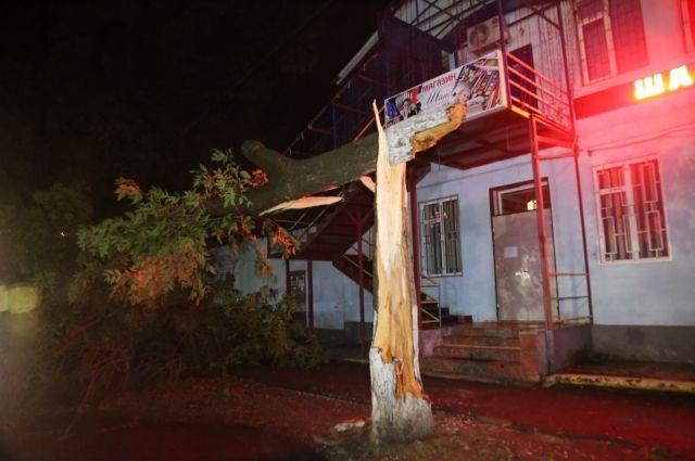 Сильный циклон вЧечне разрушил неменее 60 зданий