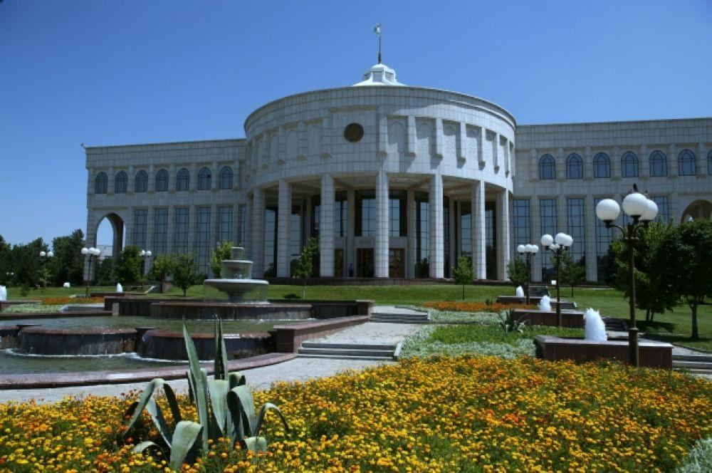 Резиденция президента Узбекистана Ислама Каримова Оксарой в Ташкенте. 2007 год.