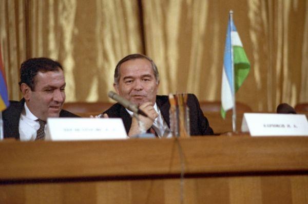Президенты Армении и Узбекистана Левон Тер-Петросян и Ислам Каримов (слева направо). 21 декабря 1991 года.